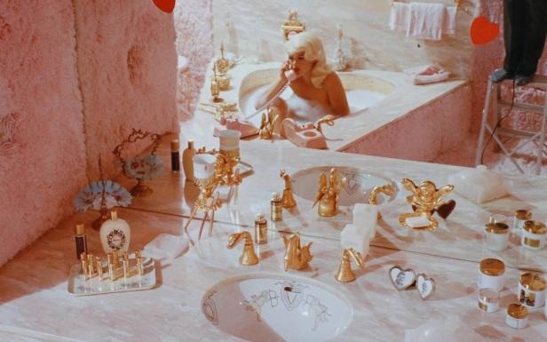 jaynemansfieldbathroom_bornunicorn