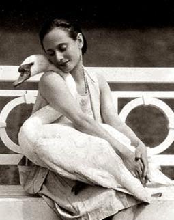 la-danseuse-anna-pavlova-with-her-pet-swan-jack-1905-via-artprints